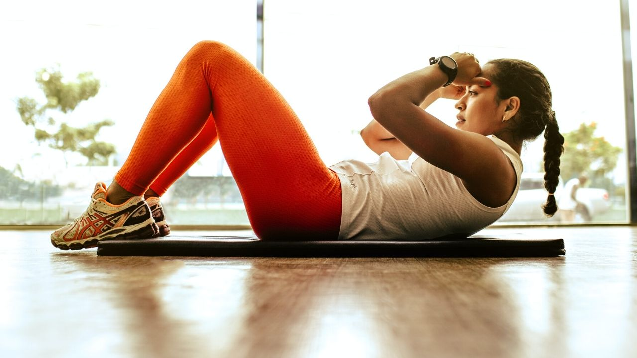 woman doing a sit-up